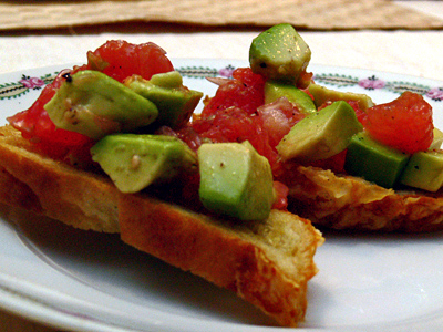 Avocado-Pampelmusen-Bruschetta