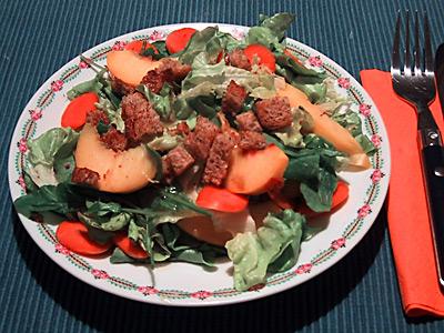 Blattsalat mit Nektarinen