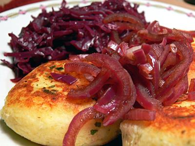 Kartoffel-Buletten mit Rotkohl